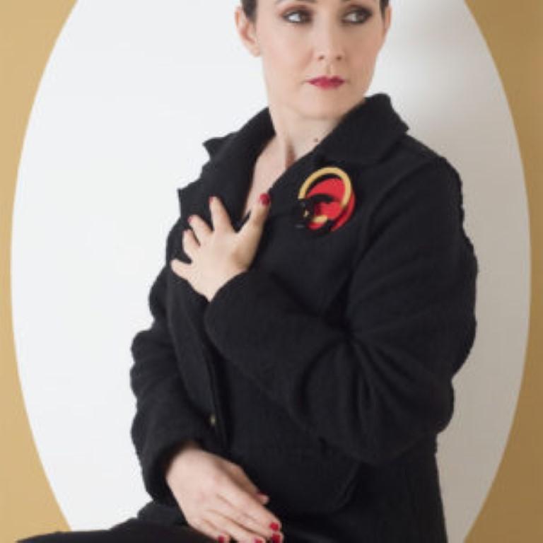 Spilla CERCHI modella oro-rosso-nero
